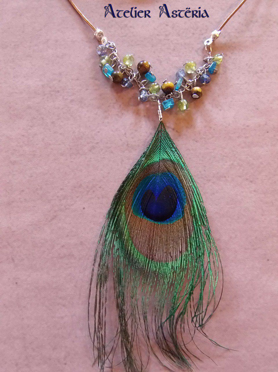 Indra : collier plume de paon pierres semi-précieuses / peacock feather and gemstones necklace